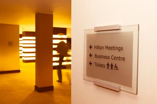 gevelsignering-hilton-meetings