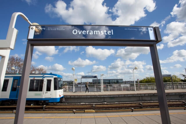 wayfinding-metro-amsterdam-overamstel
