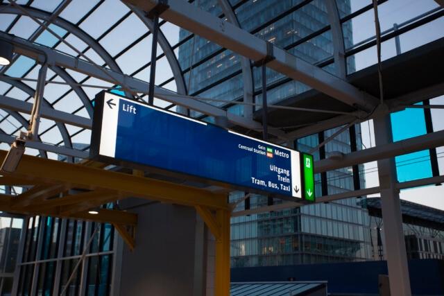 wayfinding-metro-amsterdam-lift-uitgang