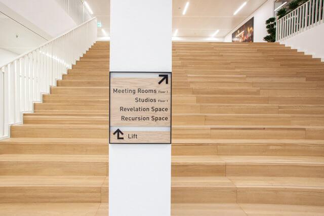 wayfinding-bewegwijzering-edge-trapbord-meeting-rooms
