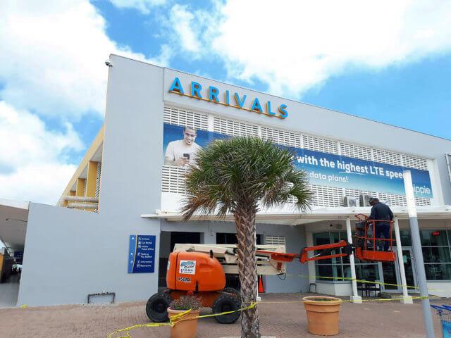 wayfinding-bewegwijzering-curaçao-airport-arrivals