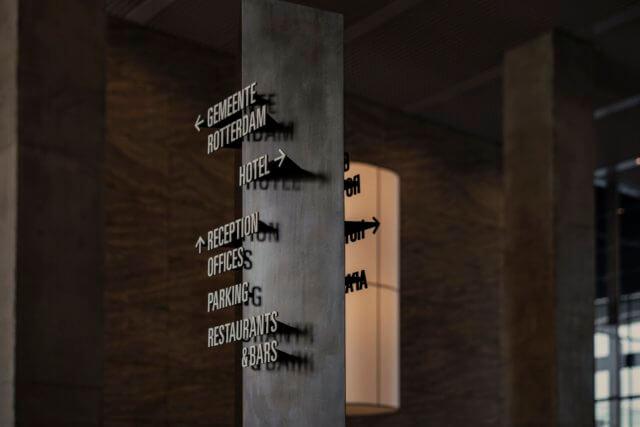 wayfinding-bewegwijzering-derotterdam-plafondkolom-gemeente